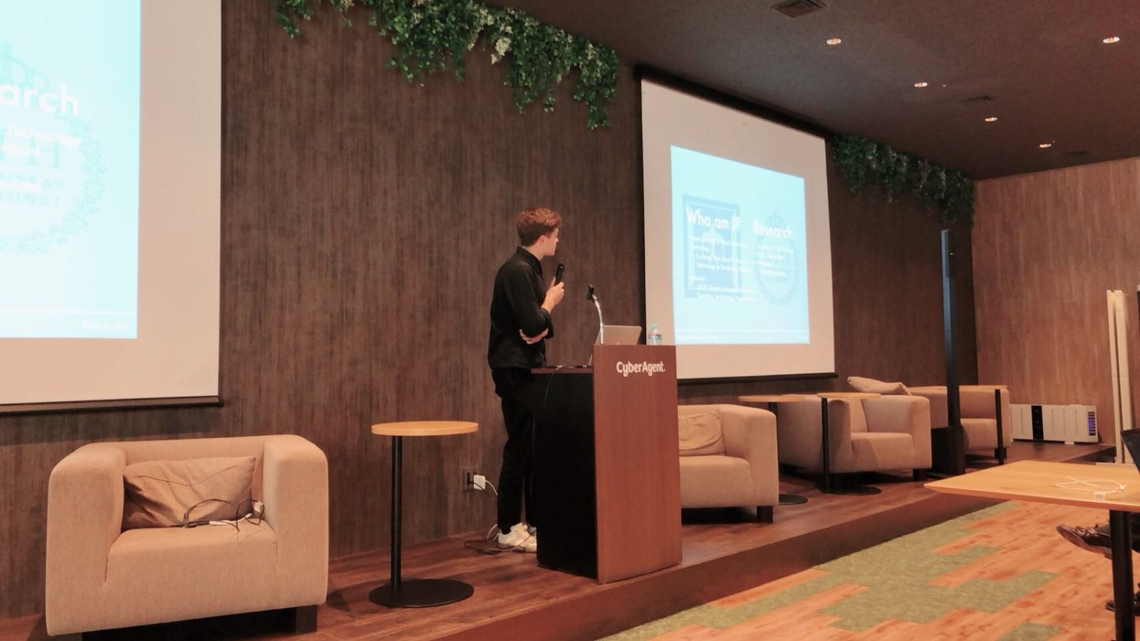 Dúi Ardal talking at the iOS Meetup Tokyo